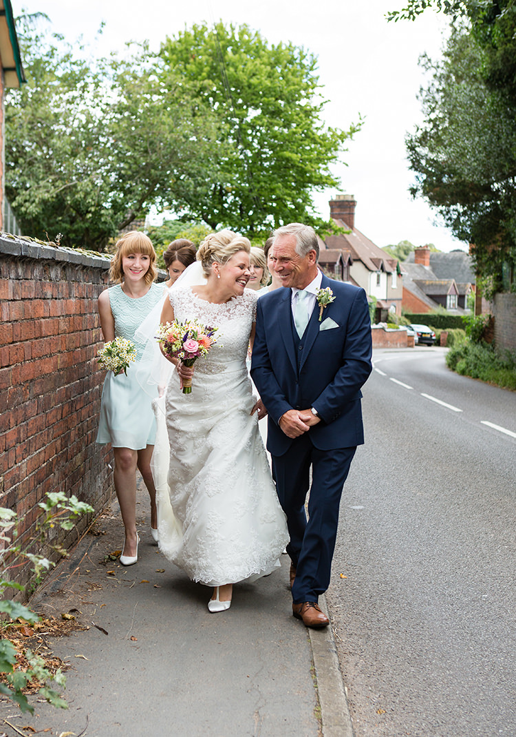 Pretty Natural Floral Barn Wedding http://www.johastingsphotography.co.uk/