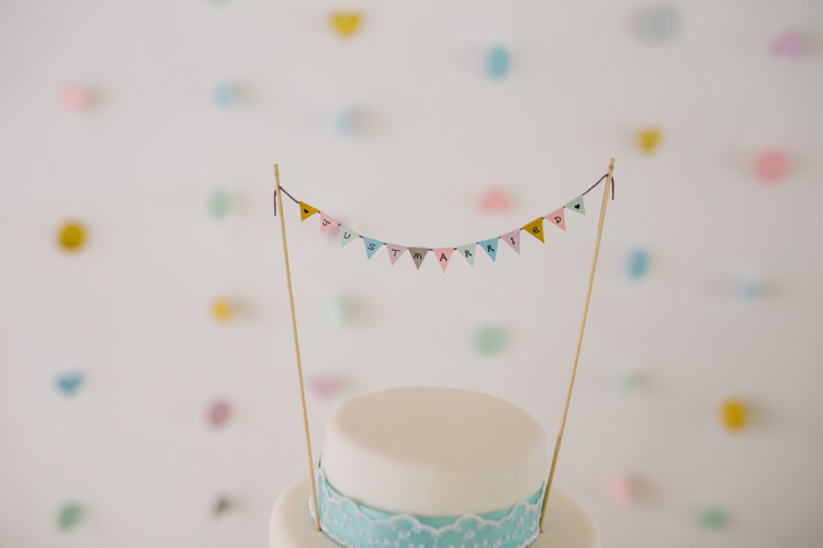 Bunting Cake Topper Relaxed DIY Pastel Wedding http://www.honeyandthemoonphotography.co.uk/
