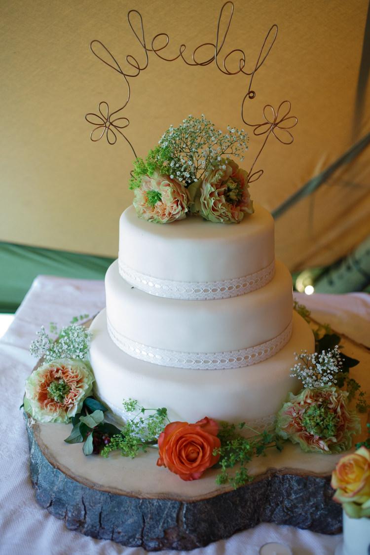 White Iced Cake Ribbon Flowers Log Country Fete Garden Festival Wedding http://sharoncooper.co.uk/