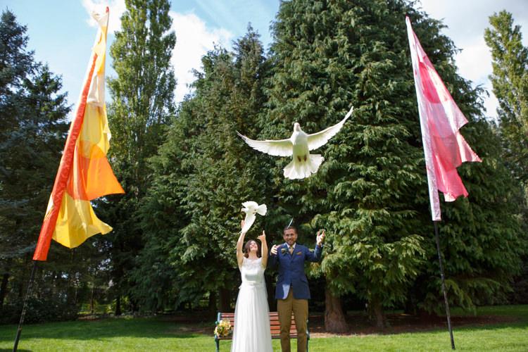 Dove Release Country Fete Garden Festival Wedding http://sharoncooper.co.uk/