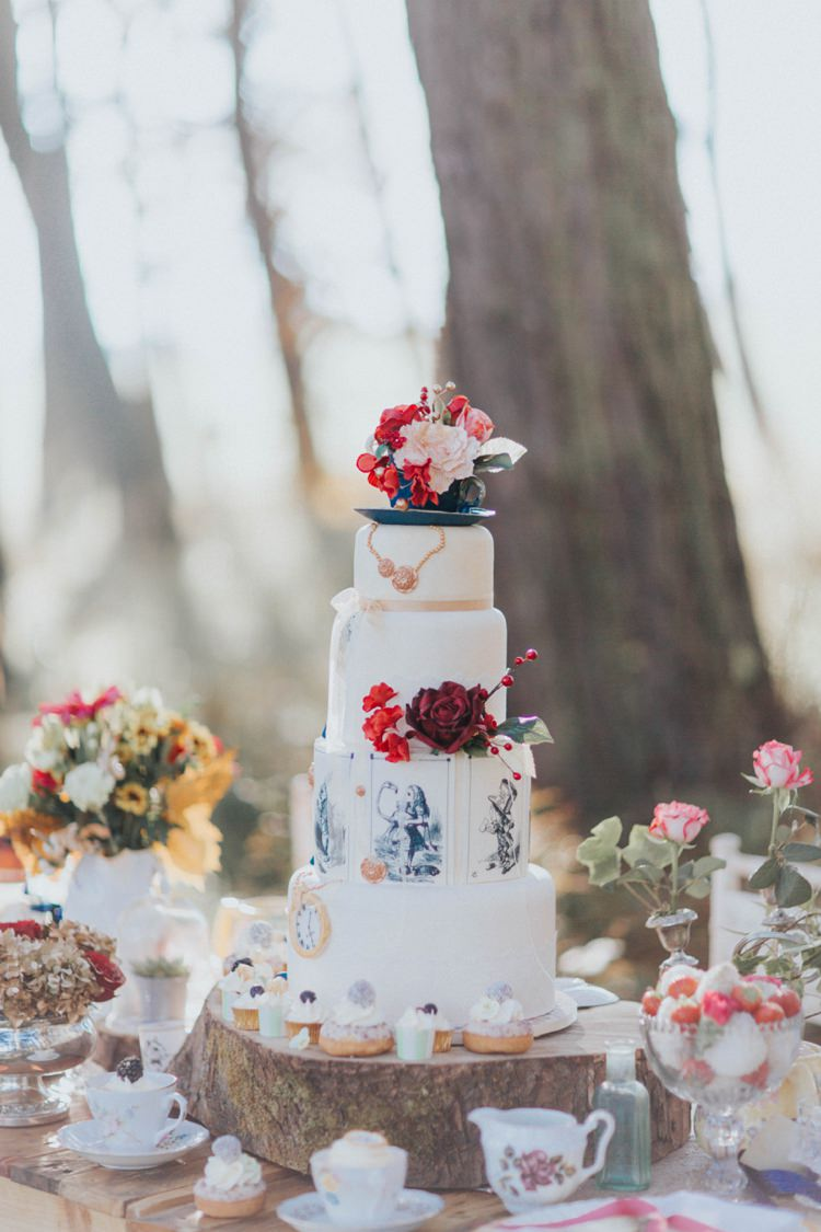 Cake Table Alice in Wonderland Wedding Ideas http://nataliepluck.com/