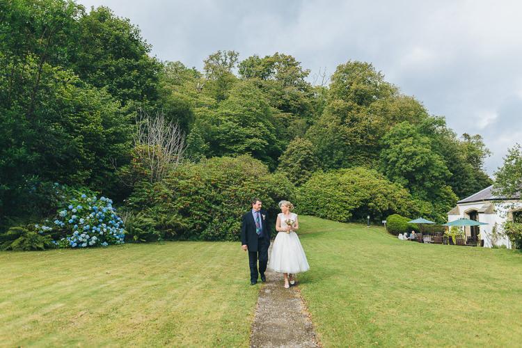 Intimate Outdoor Isle of Skye Wedding http://sarahbethphoto.co.uk/