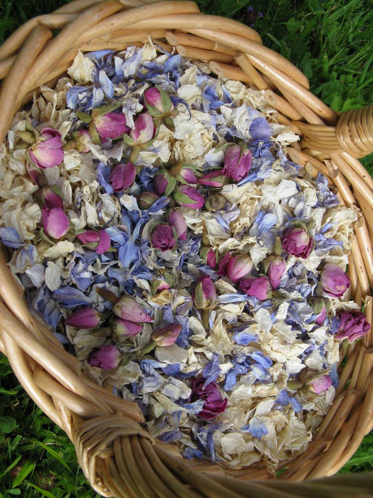 Confetti Basket. Credit- The Real Flower Petal Confetti Company.
