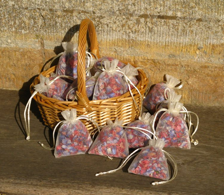 Petal Bag Confetti Basket. Credit- The Real Flower Petal Confetti Company