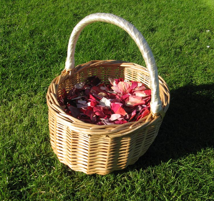 Rose Petal Confetti Basket. Credit- The Real Flower Petal Confetti Company