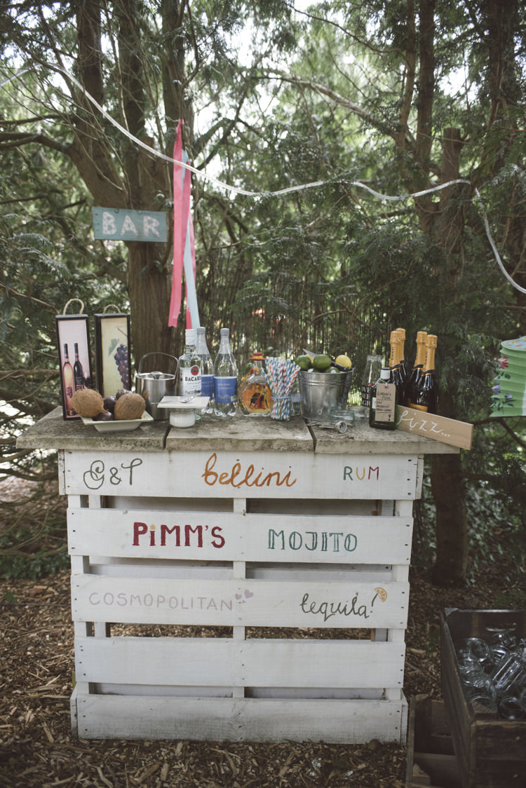 Pallet Bar Outside Drinks Quirky DIY House Party Wedding http://www.petecranston.com/