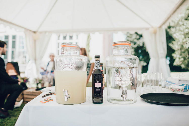 Summertime Pastel English Country Garden Wedding http://alipaul.com/