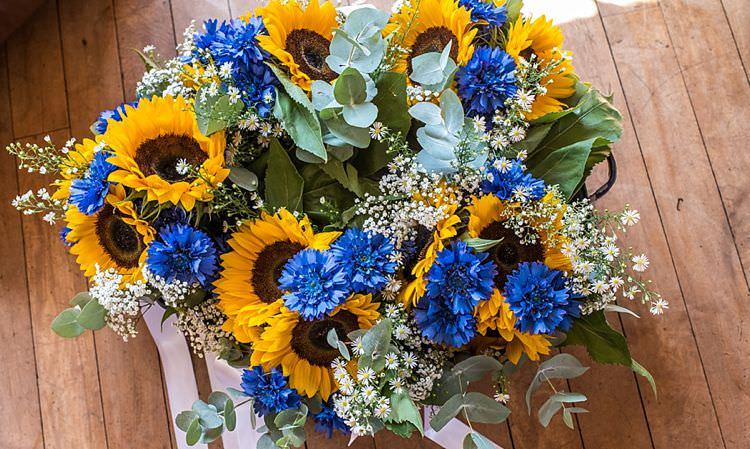 Sunflowers Outdoor Festival Summer Wedding http://lighteningphotography.co.uk/