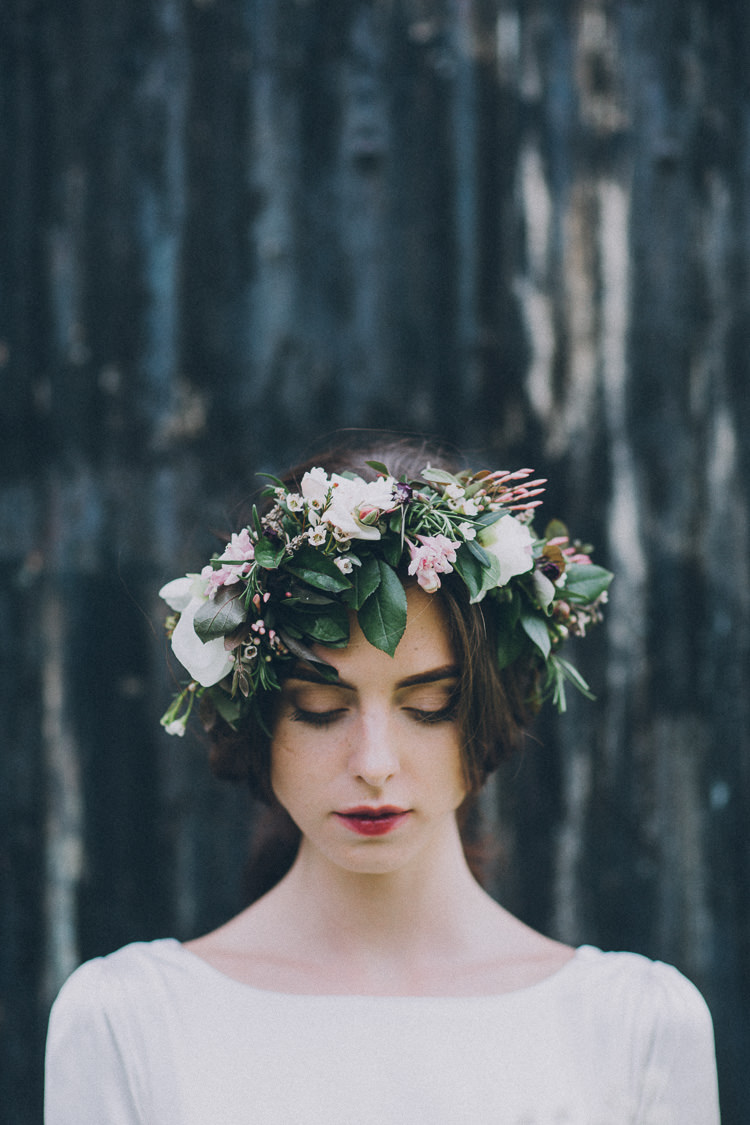 Flower Crown Headdress Bride Bridal Soft Natural Woodland Wedding Ideas http://www.matthoranphotography.com/