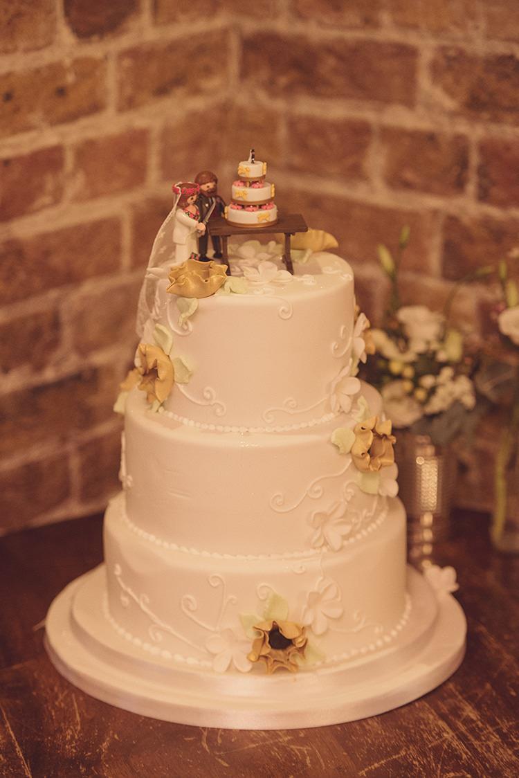 Cake Icing Vintage Delicate Intricate Rustic Folksy Winter Wedding http://www.rebeccadouglas.co.uk/