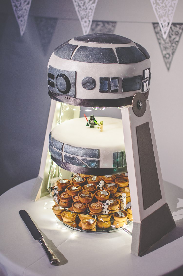 R2D2 Cake Star Wars Wedding http://www.robfarrellphotography.uk/