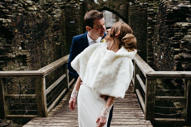 Cape Bride Bridal Accessory Creative DIY Yellow Wedding http://elainewilliamsphoto.com/