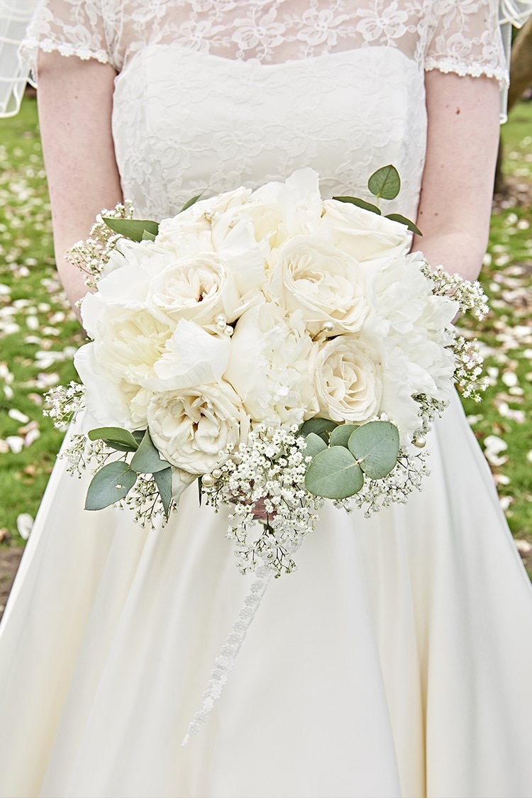 Peony Rose Bouquet Flowers Bride Bridal White Cream Modern Mint Gold Grey City Wedding http://www.studiocano.co.uk/