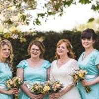 Mint Peach Rustic Barn Wedding http://hannahhallphotography.co.uk/