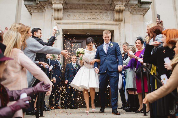 Confetti Throw Chic City White Gold Wedding http://www.francessales.co.uk/