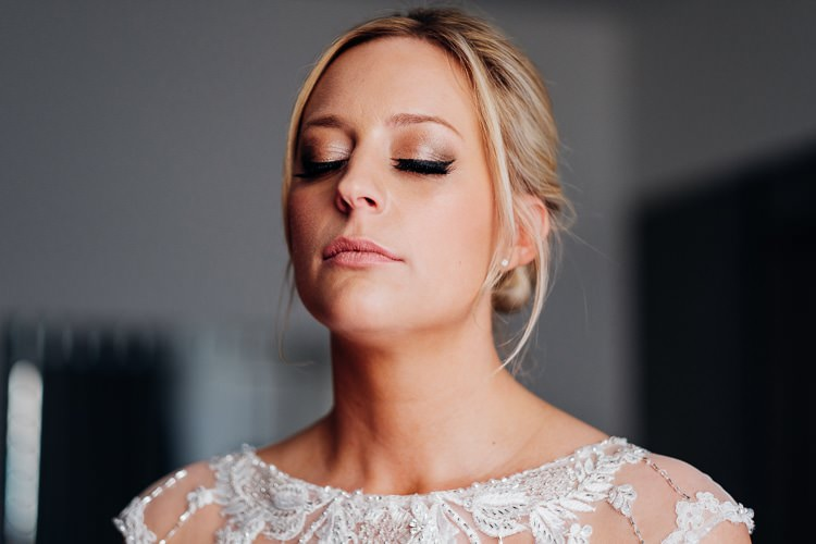 Make Up Bride Bridal Eye Liner Quirky Music City Wedding http://www.mariannechua.com/