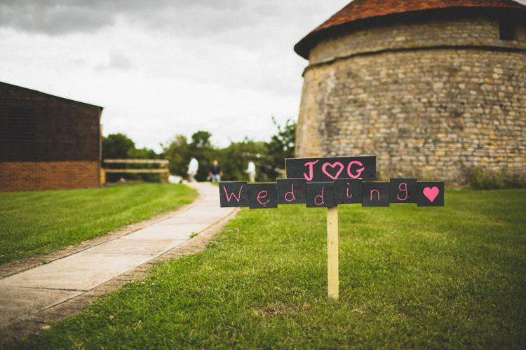 Black Board Chalk Sign Post Rustic Tipi Farm Wedding http://aniaames.co.uk/