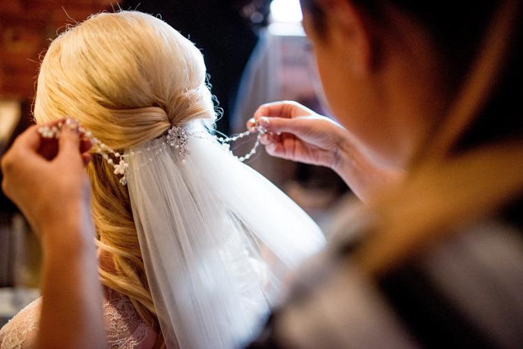 Hair Accessory Veil Bride Bridal Style Natural Pretty Pale Pink Wedding http://www.lisacarpenterphotos.com/