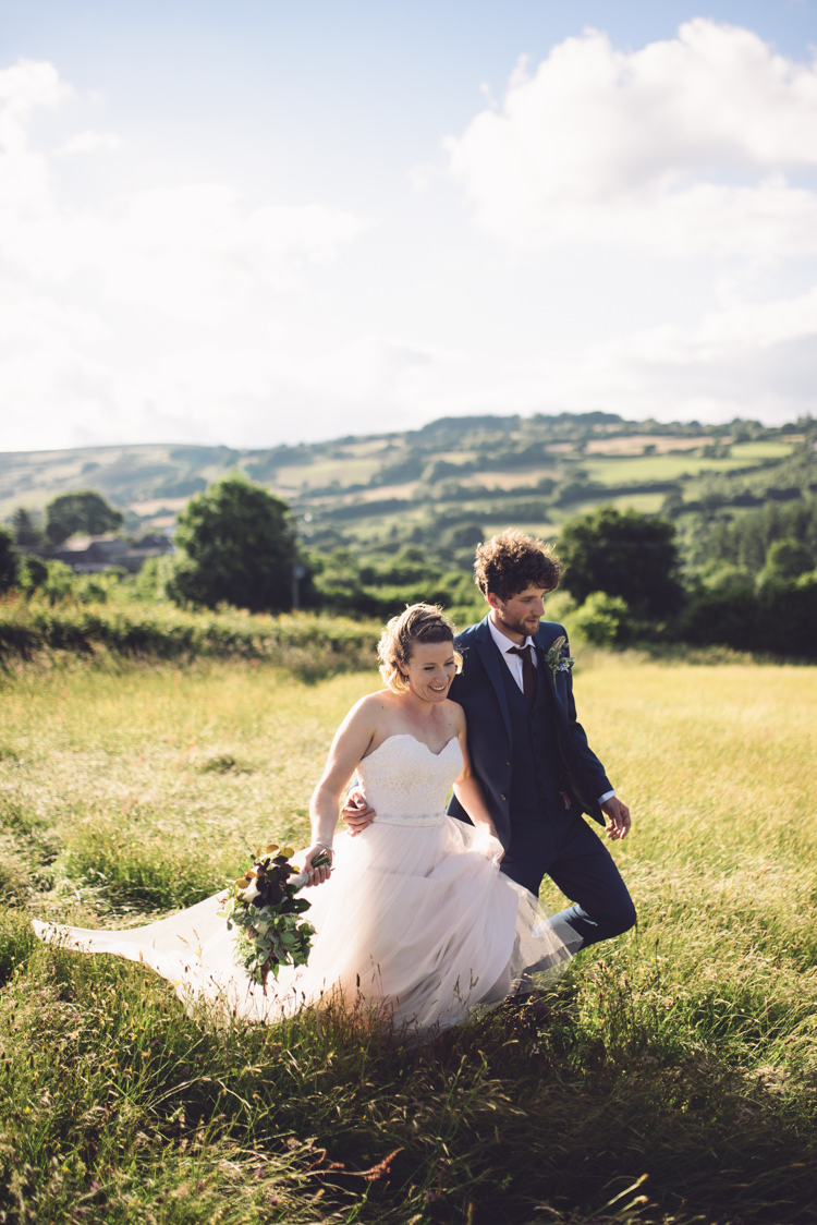 Outdoor Countryside Fair Wedding http://www.jennawoodward.com/