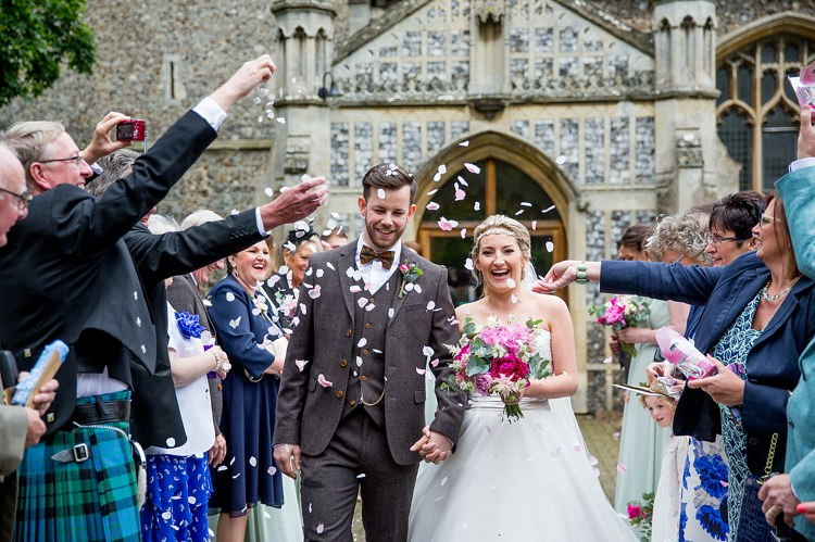 Confetti Throw Pretty Relaxed Countryside Wedding http://katherineashdown.co.uk/