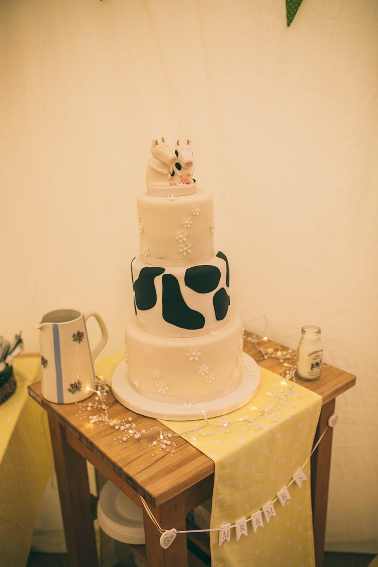 Cow Cake Daisy Bohemian Home Made Farm Wedding http://www.jessyarwood.co.uk/