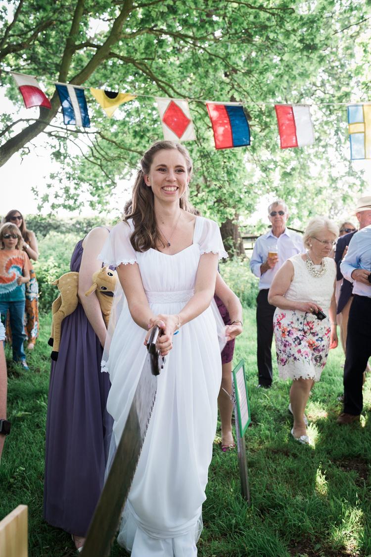 Boho Bohemian Bride Bridal Dress Gown Daisies Outdoor DIY Farm Wedding http://www.markewelsphotography.com/