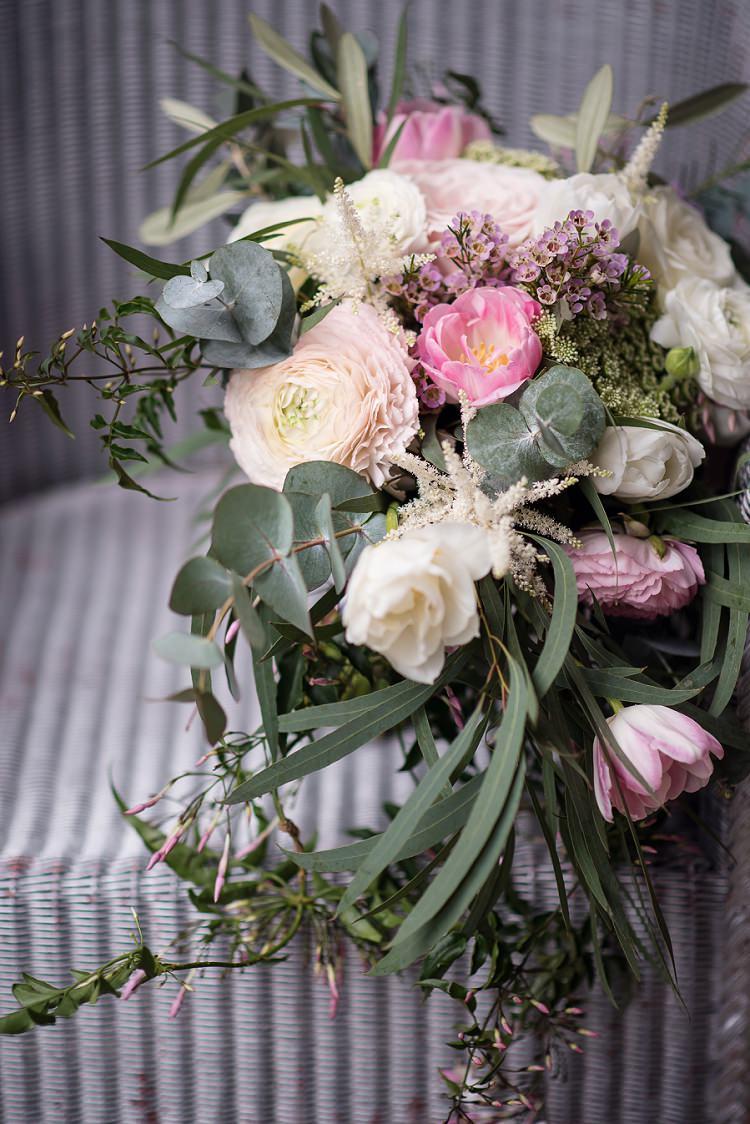 Bouquet Flowers Bride Bridal Spring Pink Tulip Ranunculus Stylish Floral Barn Wedding http://www.sarareeve.com/