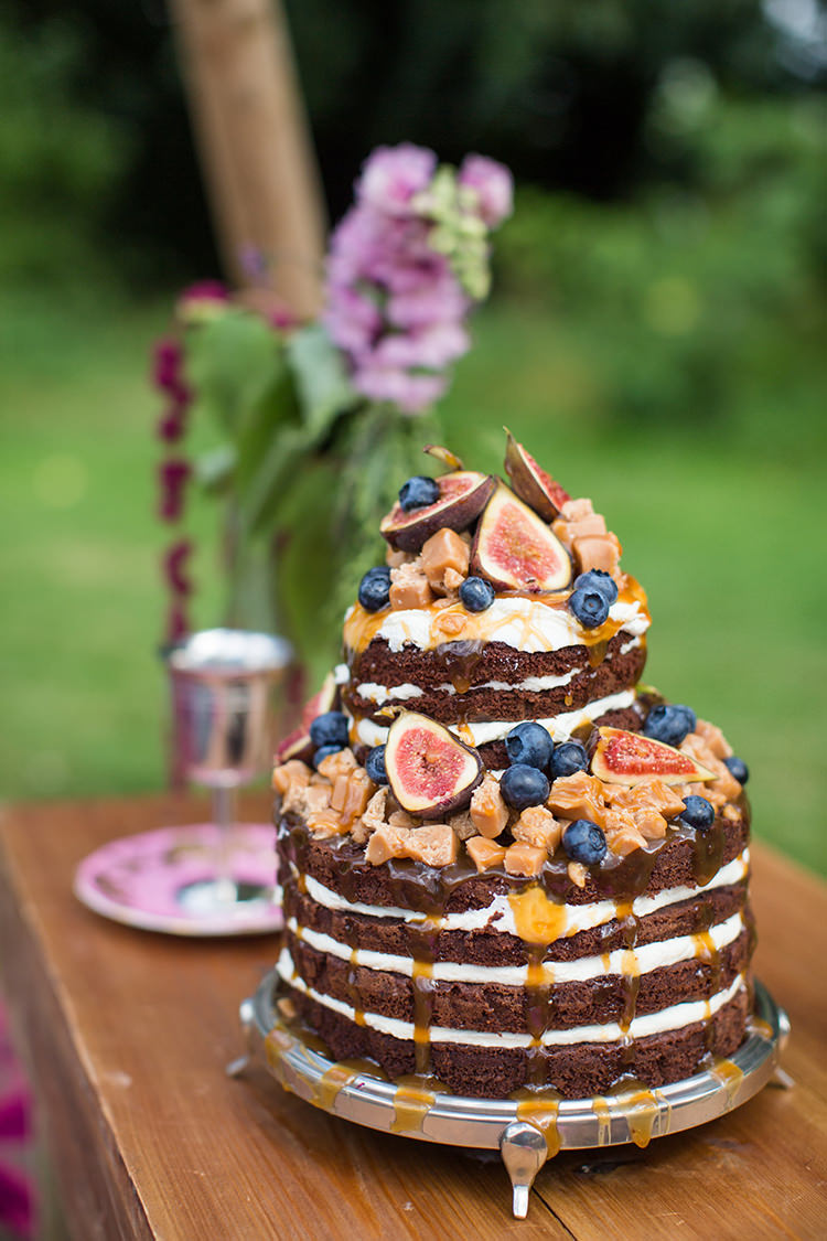 Naked Cake Layer Victoria Sponge Chocolate Berries Fruit Alternative Colourful Boho Wedding Ideas http://www.binkynixon.com/