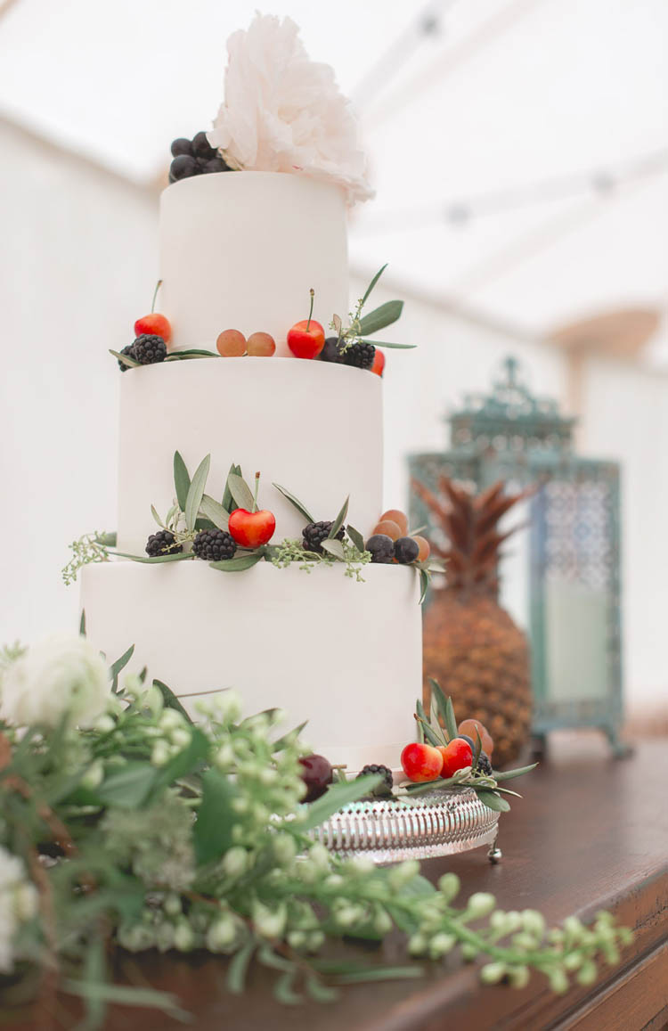 White Cake Fruit Berries Flower Beautiful Classic Luxe Wedding Ideas https://divinedayphotography.com/