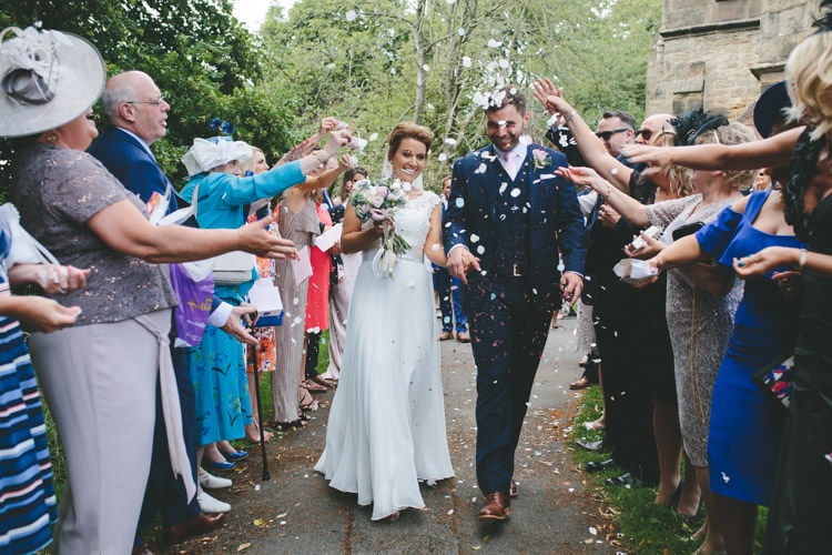 Confetti Throw Church Classic Pink English Country Garden Wedding http://www.elliegracephotography.co.uk/
