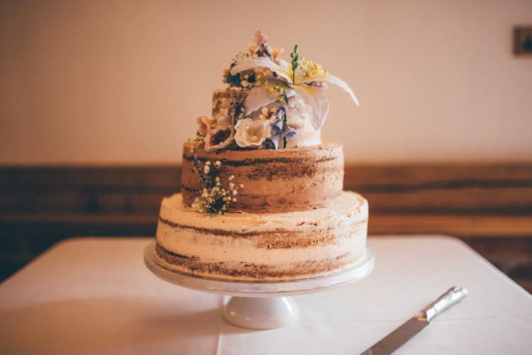 Naked Cake Sponge Iciing Outdoorsy Rustic Sunflowers Wedding http://www.helenjanesmiddy.com/