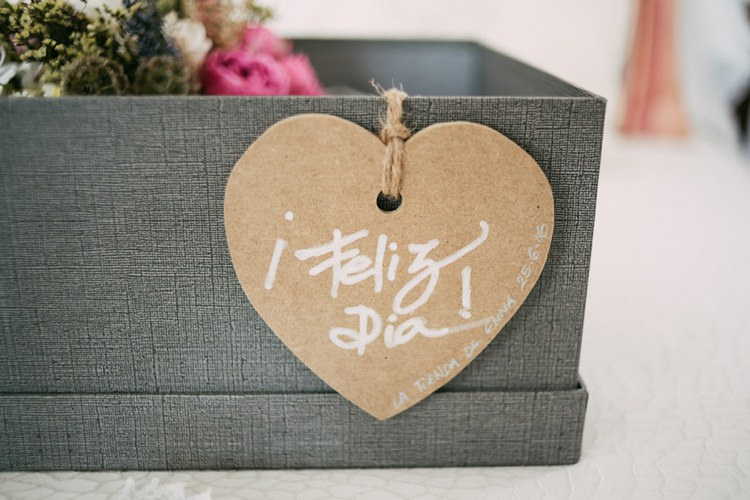 Grey Box Florals Cardboard Heart DIY Calligraphy Romantic Bohemian Spain Wedding http://saralobla.com/