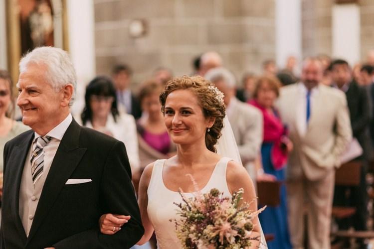 Bride Round Neck Crepe Tulle Bridal Gown Pastel Bouquet Roses Lavender Father Entrance Guests Romantic Bohemian Spain Wedding http://saralobla.com/