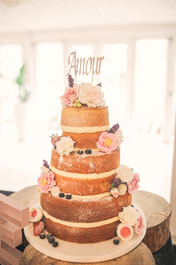 Naked Cake Sponge Layer Flowers Rustic Secret Garden Wedding http://helenrussellphotography.co.uk/