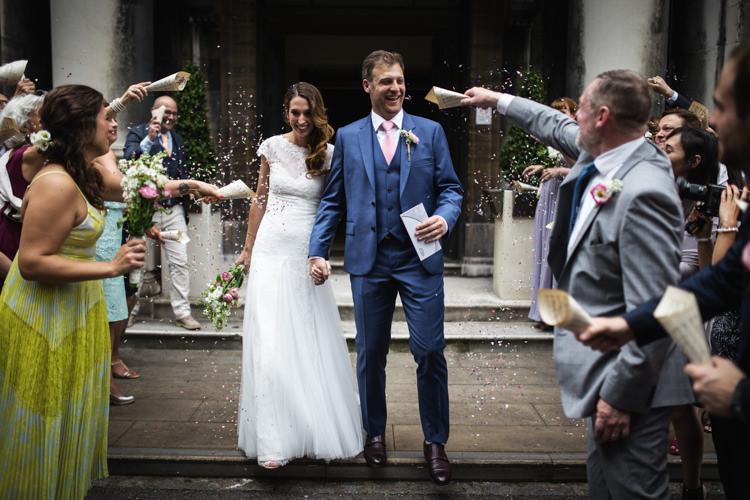 Confetti Throw Mismatched London Pub Wedding http://www.olliverphotography.com/