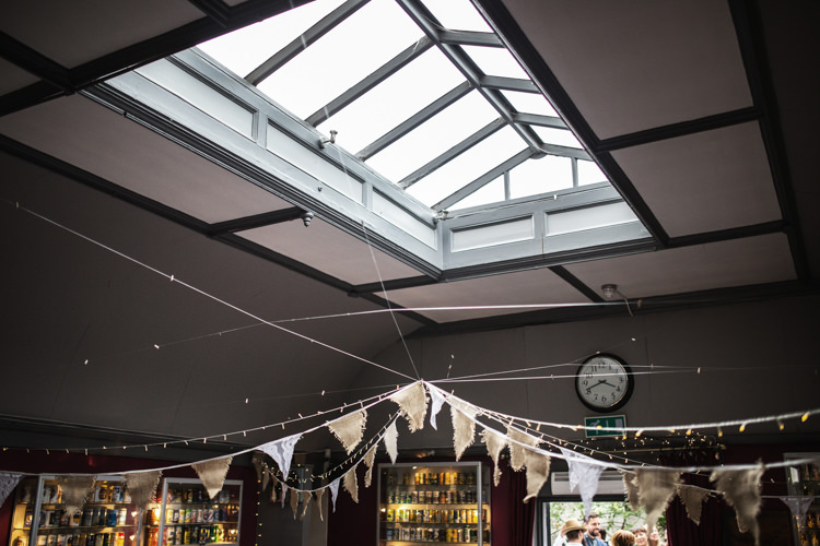 Hessian Lace Bunting Mismatched London Pub Wedding http://www.olliverphotography.com/