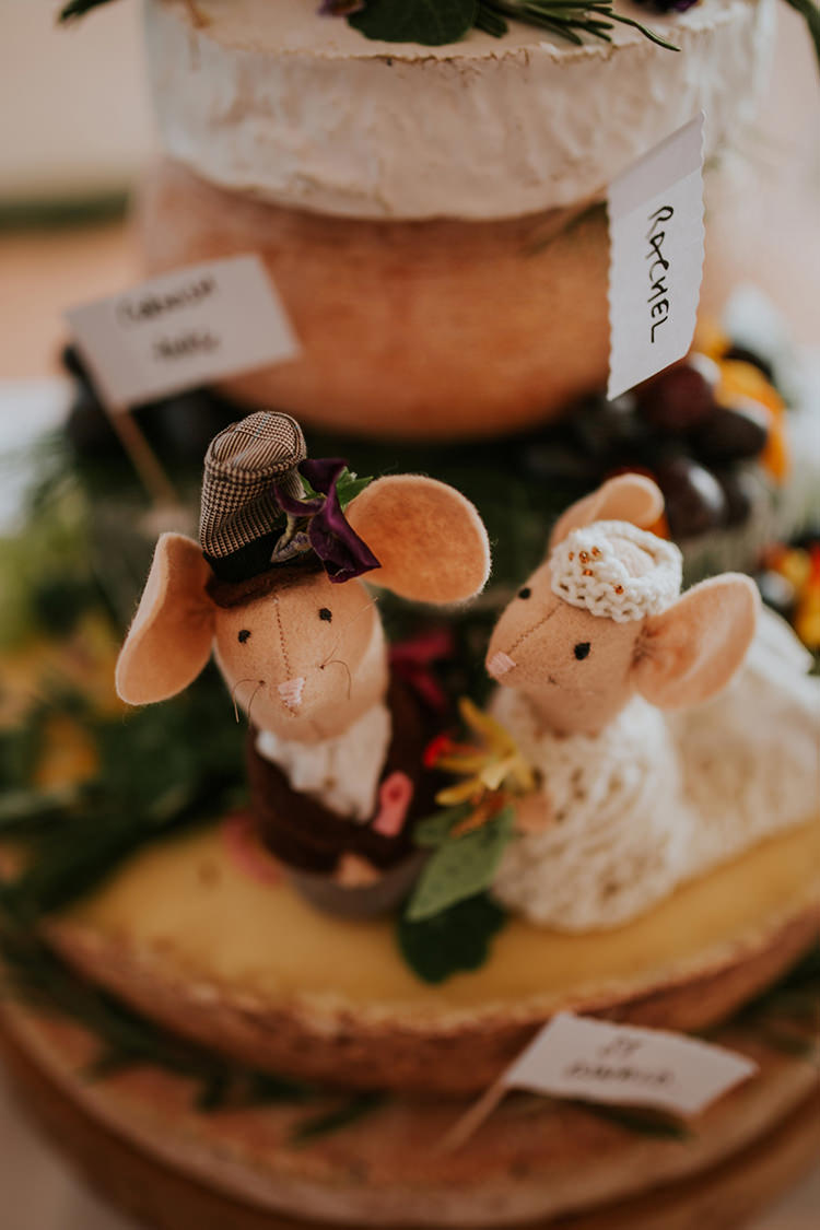 Felt Mouse Cake Toppers Bride Groom Beautiful Classic English Countryside Wedding http://jenmarino.com/