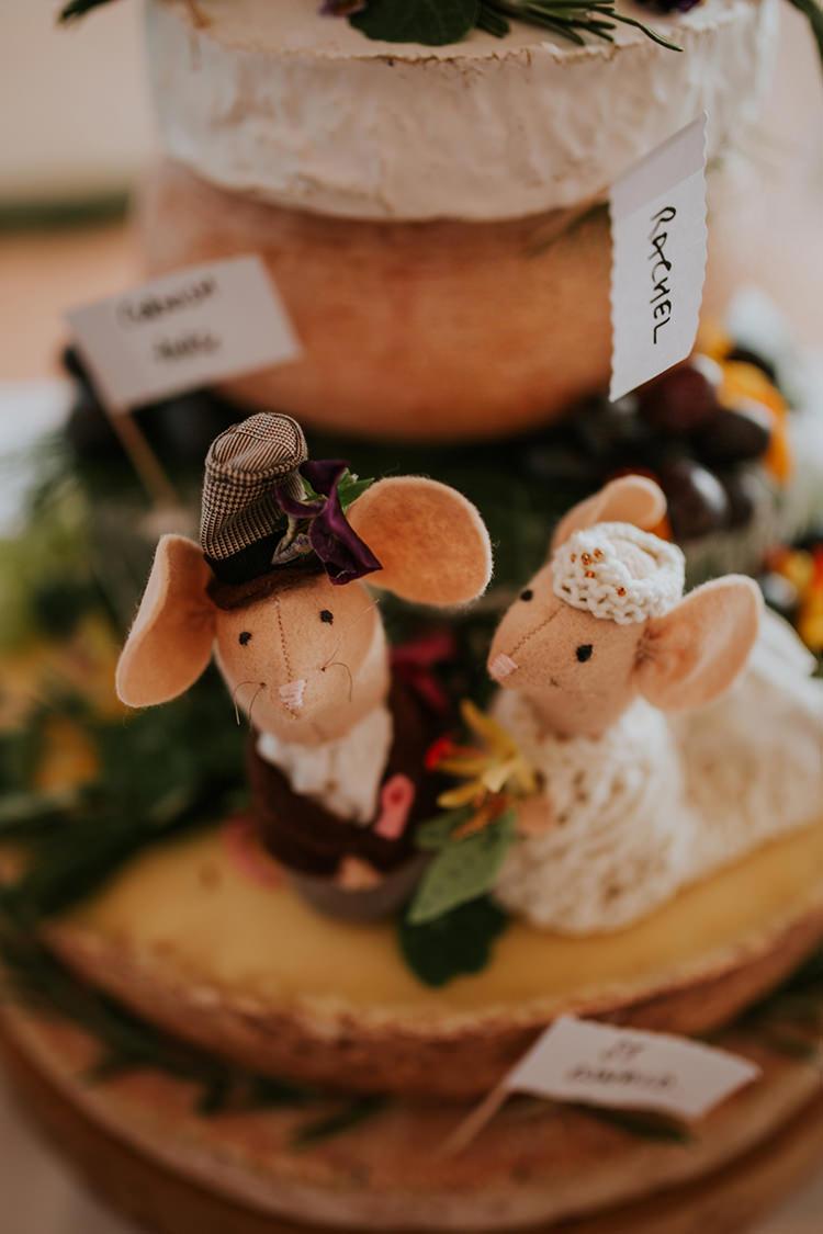 Felt Mouse Cake Toppers Bride Groom Beautiful Classic English Countryside Wedding http://jenmarino.com/