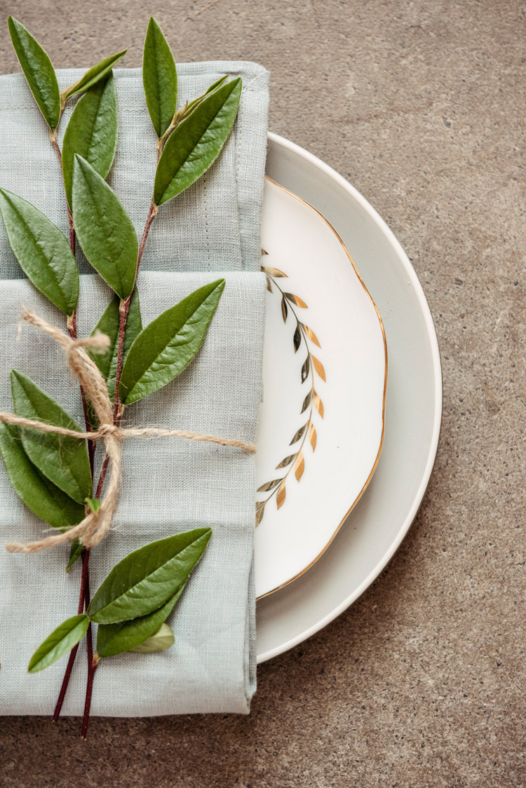 Place Setting Twine String Plate Napkin Organic Foliage Rustic Wedding Ideas http://www.sarahvivienne.co.uk/