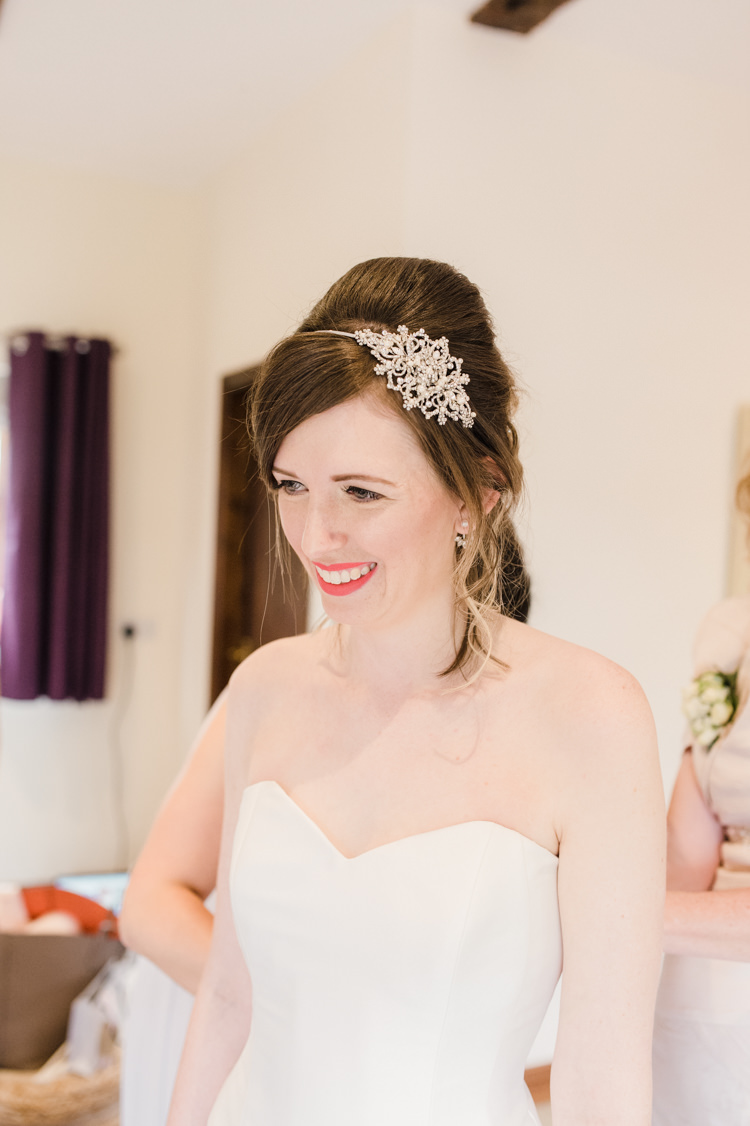Hair Bride Bridal Up Do Style Beehive Hair Band Simple Elegant Pretty Barn Wedding http://www.fayecornhillphotography.co.uk/