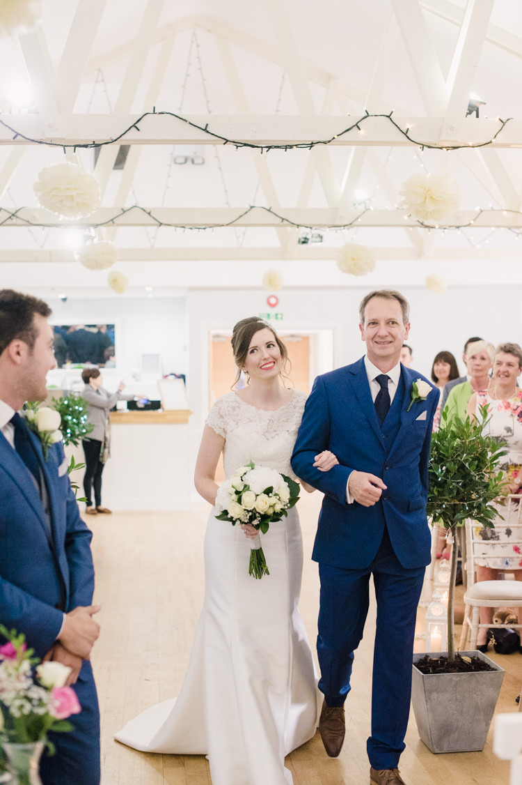 Simple Elegant Pretty Barn Wedding http://www.fayecornhillphotography.co.uk/
