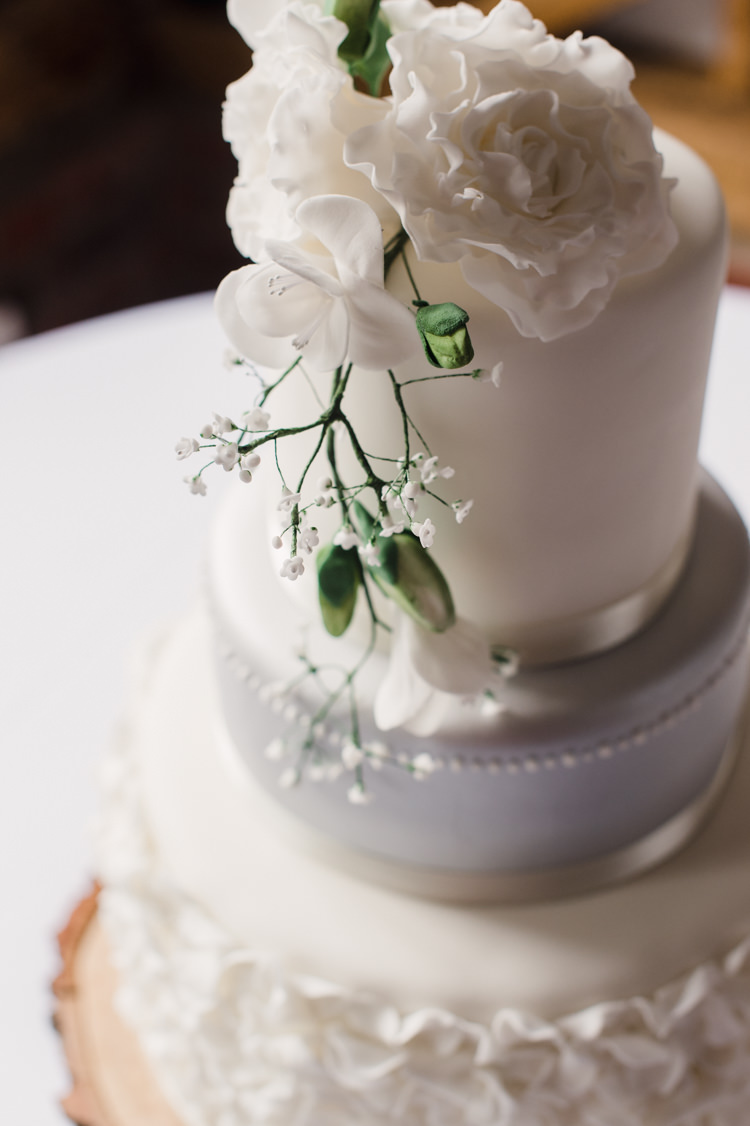 Cake Icing Flowers White Grey Petals Simple Elegant Pretty Barn Wedding http://www.fayecornhillphotography.co.uk/