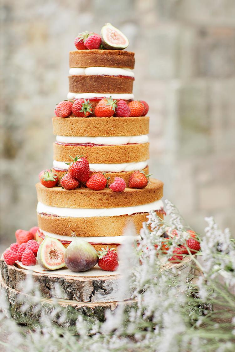 Naked Cake Layer Sponge Victoria Berries Cream Soft Pale Fine Art Wedding Ideas http://rachelrosephotography.co.uk/