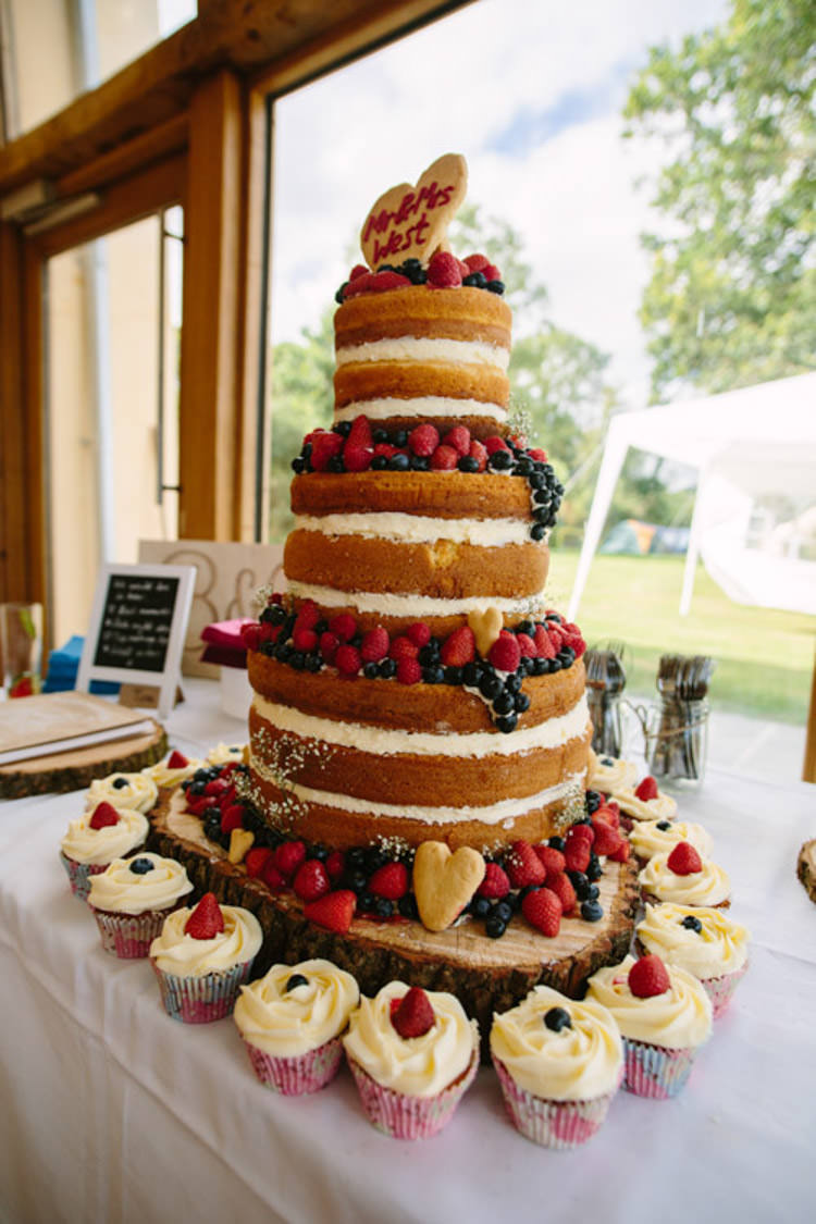 Naked Cake Sponge Layer Victoria Berries Log Mismatched Berry DIY Wedding http://www.colinianross.com/