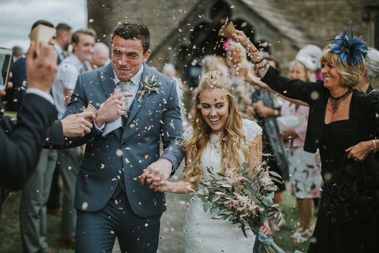 Petal Confetti Creative DIY Rustic Lavender Wedding http://www.nataliepluck.com/