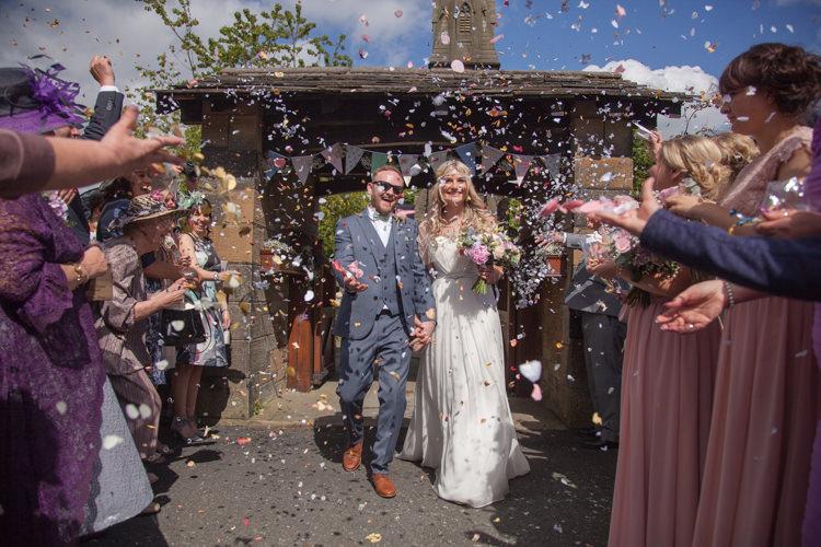 Confetti Throw Pastel Marquee Garden Party Wedding https://www.deliciousphotography.co.uk/