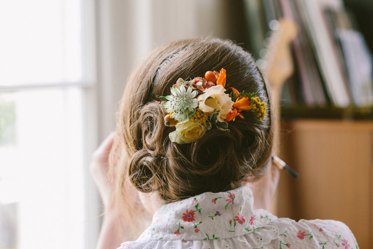 Flowers Hair Bride Bridal Small Vintage City Wedding http://www.sarahlondonphotography.co.uk/