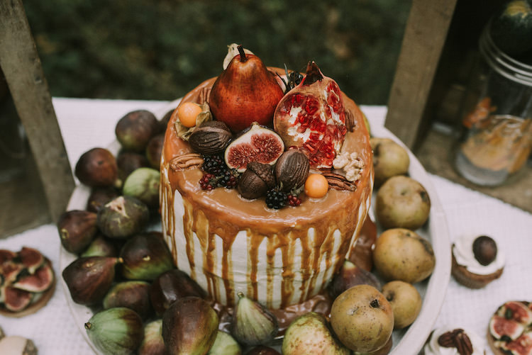 Naked Wedding Cake Fresh Fruit Figs Apples Pears Melted Caramel Organic Woodland Elopement Wedding Ideas http://www.miraalpajarito.es/