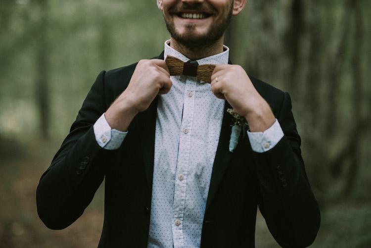 Groom Black Jacket White Polka Dot Shirt Wooden Bowtie Floral Buttonhole Organic Woodland Elopement Wedding Ideas http://www.miraalpajarito.es/