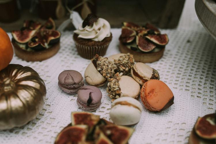 Dessert Table Sweets Tarts Cupcakes Macaroons Pumpkins Organic Woodland Elopement Wedding Ideas http://www.miraalpajarito.es/